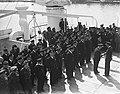 Prins Bernhard reikt onderscheidingen uit op de MS Oranjefontein. Overzicht, Bestanddeelnr 902-7210.jpg