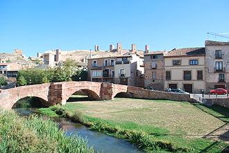 Molina de Aragón - Image: Puente Viejo Castillo, Molina