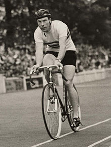 Reg Harris wins quarter final of 1000m cycle race, Olympic Games, London, 1948 (cropped).jpg