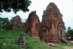 Roluos (temples) - Lolei temple in Roluos