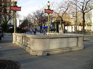 Saint-François-Xavier (Paris Métro) - Image: Saint François Xavier (métro, accès en pierre)