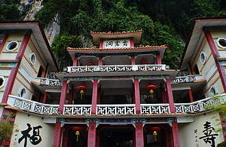 Sam Poh Tong Temple - Front view of the temple