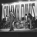 Sammy Davis Jr tijdens optreden in theater Carre, Bestanddeelnr 916-2038.jpg