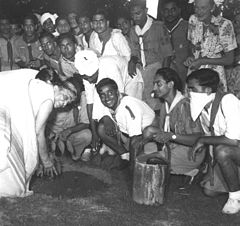 Sarojini Naidu plants a tree in Mehrauli, Delhi.jpg