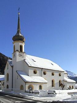 Scharnitz, Pfarrkirche Mariahilf von Westen 2012 1.jpeg