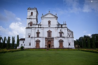The Se Cathedral at Old Goa, built in 1619, is an example of Portuguese architecture and is one of the largest churches in Asia. Se' Cathedral, Goa.jpg