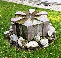 Sechseckbrunnen München.jpg