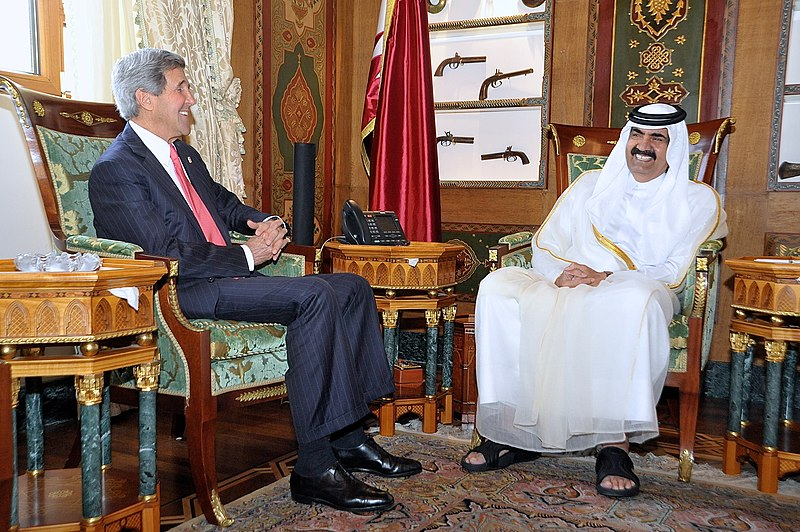 Ficheiro:Secretary Kerry Meets With Amir Hamad bin Khalifa al-Thani.jpg