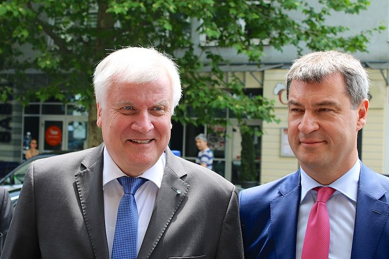 https://upload.wikimedia.org/wikipedia/commons/thumb/7/72/Seehofer%2C_S%C3%B6der.jpg/800px-Seehofer%2C_S%C3%B6der.jpg