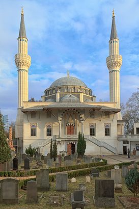 How to get to Şehitlik-Moschee with public transit - About the place