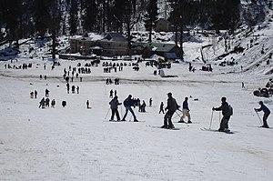 Manali, Himachal Pradesh - Image: Skiing manali
