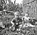 Slavica in Silvio Cenčič, pri Marjancinnih, Robidišče 1951.jpg