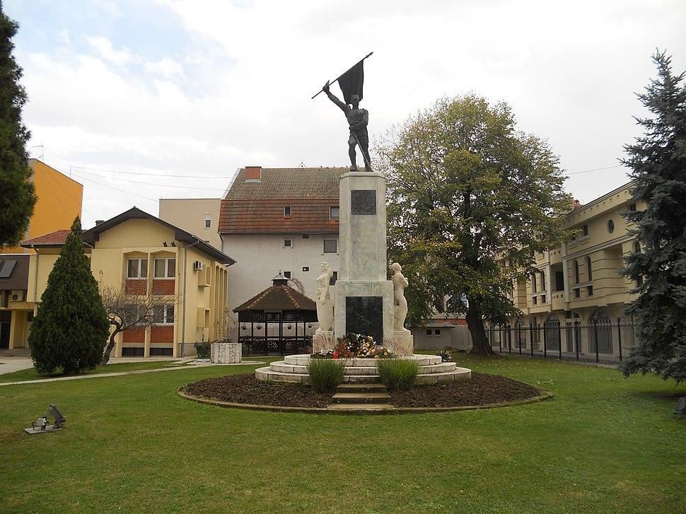 Spomenik u porti crkve