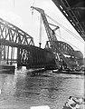 Spoorbrug bij Zaltbommel oud gedeelte verwijderen, Bestanddeelnr 904-0980.jpg