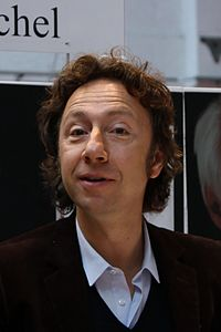https://upload.wikimedia.org/wikipedia/commons/thumb/7/72/St%C3%A9phane_Bern_-_Foire_du_Livre_de_Bruxelles_2011_-_04.JPG/200px-St%C3%A9phane_Bern_-_Foire_du_Livre_de_Bruxelles_2011_-_04.JPG