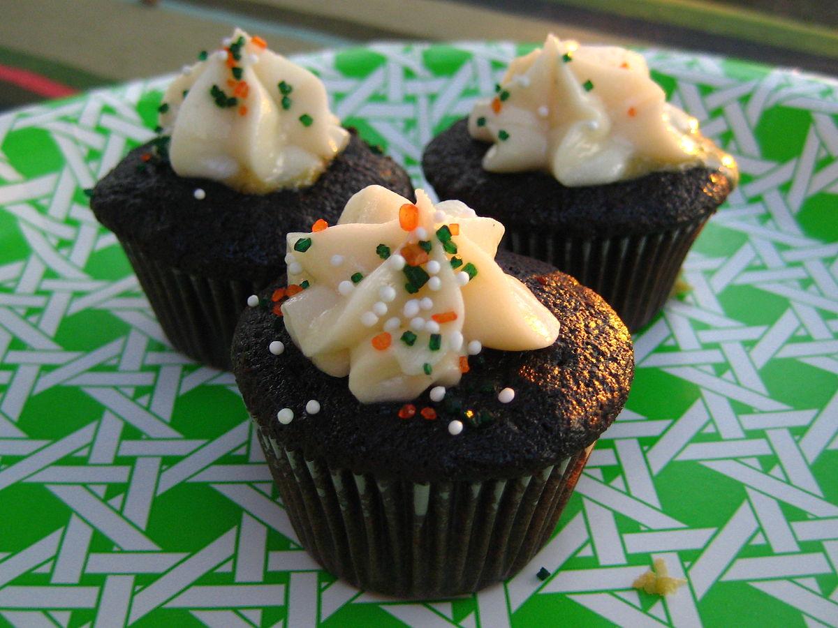 St. Patricks Day mini cupcakes.jpg