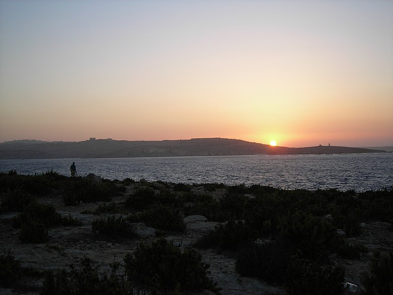 Bestand:StPaulsBay at sunset.JPG