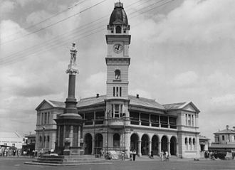 Bundaberg - Bundaberg War Memorial in front of the Bundaberg Post Office, 1948