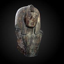 Byblos'ta keşfedilen, firavunun praenomeninin yazılı olduğu Osorkon Büstü;  heykelin kendisi muhtemelen 19. Hanedanlığa aittir