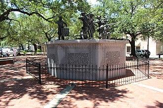 Squares of Savannah, Georgia - Monument in Franklin Square