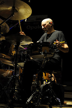 Steve Smith (musician) - Image: Steve Smith on drum, with Vital Information, 18th Eventus Drum Fest Opole 2009