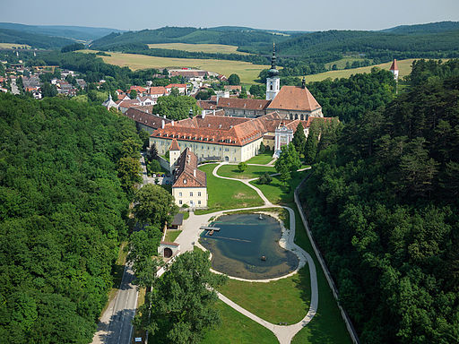 Stift Heiligenkreuz im Wienerwald - Luftbild