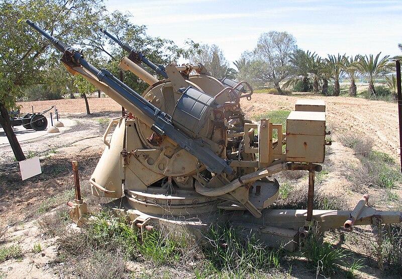 أسلحة الحرب العالمية الثانية  800px-TCM-20-hatzerim-2