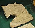 Tabula ansata amb inscripció funerària llatina però amb text grec, vil·la Cornelius.JPG