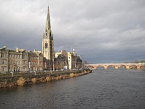 Tay Street from Queens Bridge - geograph.org.uk - 1133900.jpg
