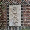 Tekst-tafel rechts van zij-ingang - 's-Gravenhage - 20342546 - RCE.jpg