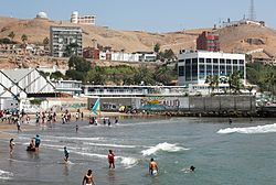 The Chorrillos Beach and the Hill (7005133890).jpg