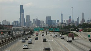 Dan Ryan Expressway - View looking north towards the Chicago Loop from the Dan Ryan Expressway. 'L' tracks can be seen in the median.