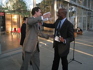 Van Jones - Jones meets with San Francisco mayor Gavin Newsom at The Green Collar Economy book signing, October 14, 2008.