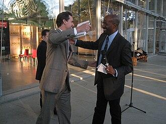 Van Jones - Jones meets with San Francisco mayor Gavin Newsom at The Green Collar Economy book signing, October 14, 2008.
