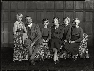 George Monckton-Arundell, 8th Viscount Galway - Simon, the 8th Viscount Galway, Isabel, Lucia, Celia and Mary (from left).