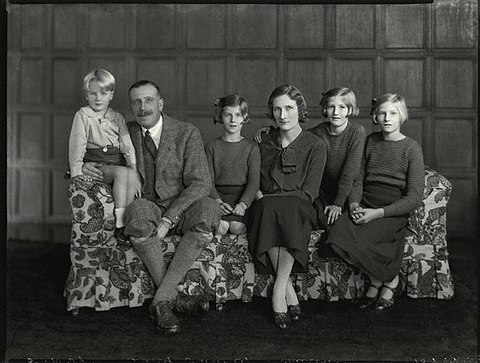 Simon, the 8th Viscount Galway, Isabel, Lucia, Celia and Mary (from left). The Monckton-Arundell family.jpg