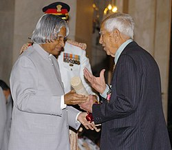 The President, Dr. A.P.J. Abdul Kalam presenting Padma Bhushan to Shri Hira Lall Sibal for his contribution to the cause of justice, at investiture ceremony in New Delhi on March 29, 2006.jpg
