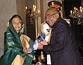 The President, Smt. Pratibha Devisingh Patil presenting the Padma Vibhushan Award to Dr. Yaga Venugopal Reddy, at the Civil Investiture Ceremony-II, at Rashtrapati Bhavan, in New Delhi on April 07, 2010.jpg