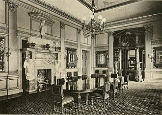 Dorchester House - The dining room in Dorchester House with the chimneypiece by Alfred Stevens on the left side of the room