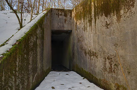 """Entry from the outside to access at the antenna room S3 (Ouvrage """"G""""), near the ruins at the Fort du Salbert"""