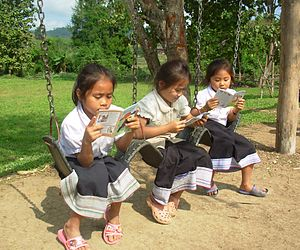 Women in Laos - Lao girls reading