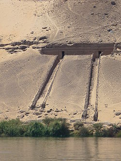 Tombes nobles Assouan.JPG