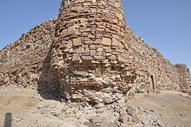 Tower of Caravanserai Sangi-Aliabad.JPG