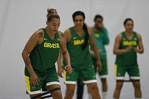 Érika de Souza - Érika (left) training with Brazil during the 2016 Olympics.