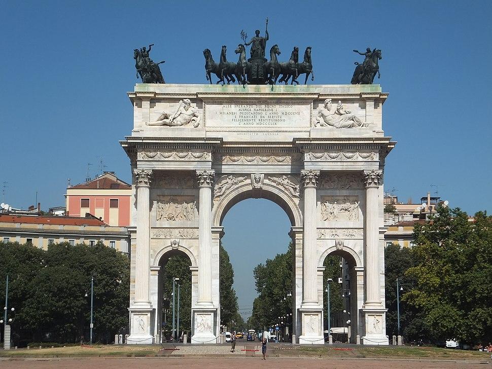 Triumphal arch in Milan (8870285141)