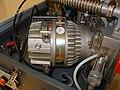 Turbomolekulární pumpa.jpg