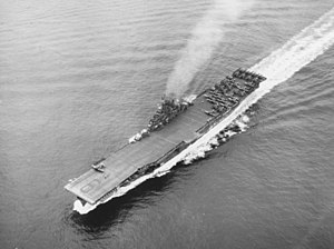 USS Essex (CV-9) underway at sea on 20 May 1945.jpg