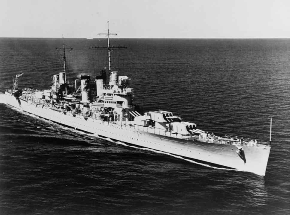 USS Honolulu (CL-48) underway at sea on 9 February 1939 (NH 53562)