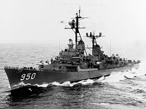 USS Richard S. Edwards (DD-950) underway in the Pacific Ocean 1962