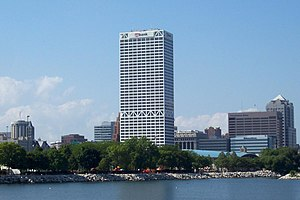 U.S. Bank Center (Milwaukee) - View from the lakefront.